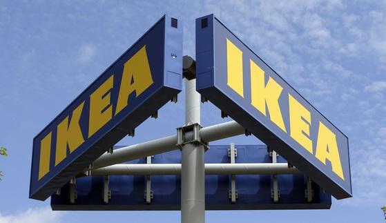 미국 마이애미에 있는 이케아 간판. 이케아는 반세기 넘게 조립식 DIY 가구를 판매해왔다. 최근 소비자들이 가구 조립을 외면하는 행동 변화를 보이자 단기 노동력을 중개하는 정보기술(IT) 기업 태스크래빗을 인수했다. [마이애미 AP=연합뉴스]