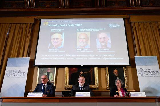 스웨덴 왕립과학원 노벨위원회는 3일(현지시간) 라이너 바이스 매사추세츠공과대 명예교수와 배리 배리시 캘리포니아공과대학(캘텍) 교수, 킵 손 캘텍 명예교수 등 3명을 올해 물리학상 수상자로 선정했다고 밝혔다. [AFP=연합뉴스]