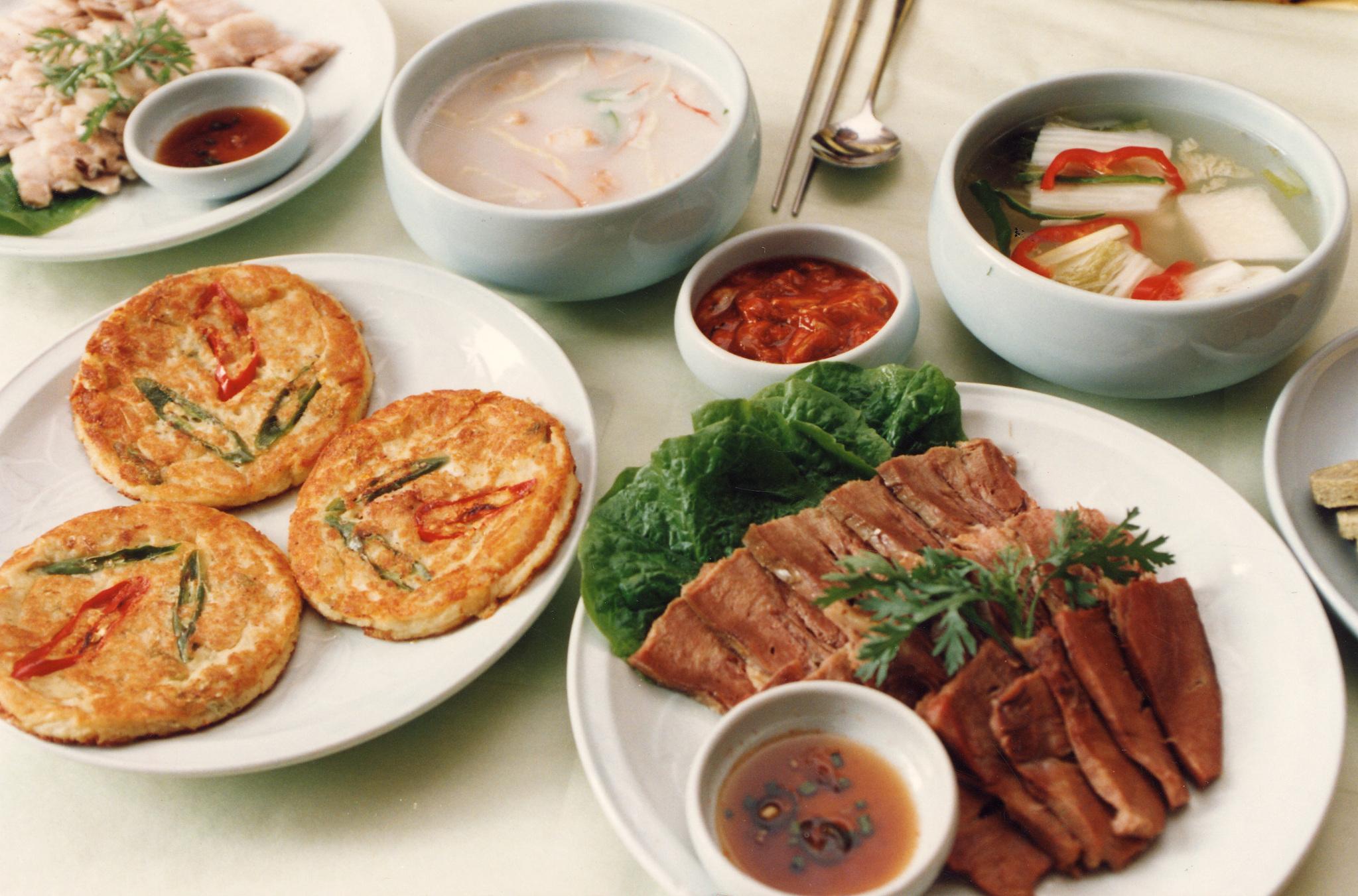 수험생에게 과식은 금물이다. 특히 위나 장이 약한 학생들은 기름진 음식이 많은 추석 음식을 주의해야 한다. [중앙포토]