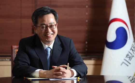 김동연(61) 부총리 겸 기획재정부 장관