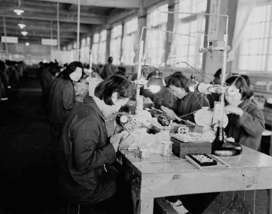 라디오 공장 작업모습(1962)