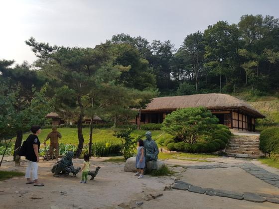 김유정 작가의 생가는 그의 조카와 마을주민의 증언, 고증을 거쳐 2002년에 복원됐다. 박진호 기자