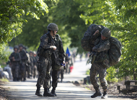 훈련중인 육군 장병들. [사진 육군 홈페이지]