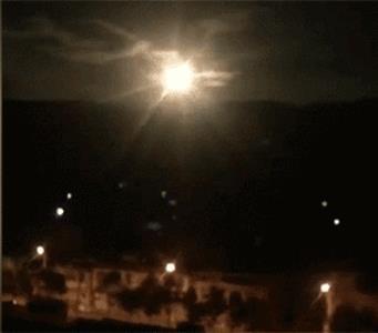 중국 윈난에 낙하한 '소행성' 폭발 당시 장면 [펑파이망 캡처]