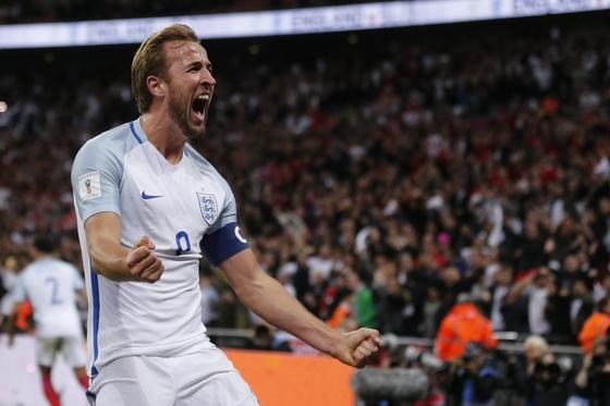 6일 영국 런던 웸블리 스타디움에서 열린 2018 러시아월드컵 유럽 예선 9차전 슬로베니아전에서 종료 직전 골을 넣고 기뻐하는 잉글랜드 해리 케인. [AP=연합뉴스]