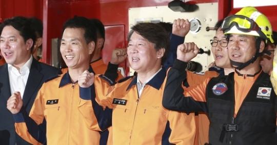 추석 연휴를 앞두고 용산소방서를 방문한 안철수 국민의당 대표. 임현동 기자