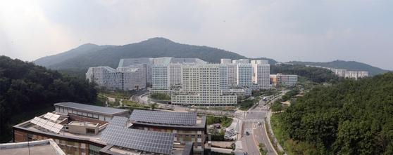 우리나라의 신도시(택지개발지구)는 도심 접근성이 좋고 병·의원 등 각종 편의시설이 잘 갖춰져 있어 고령자가 거주하는 데도 큰 불편이 없다. 사진은 서울 강남에 조성된 세곡지구.