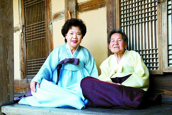 최영간(왼쪽) 종부와 시어머니인 고(故) 김쌍기 여사. [중앙포토]