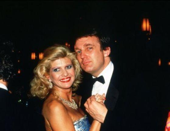 기업인이던 시절 도널드 트럼프(오른쪽) 미국 대통령과 첫 부인인 모델 출신 이바나.