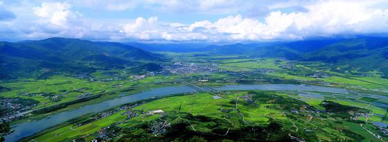 구례 오산 사성암에서 올라 본 섬진강 전경. [중앙포토]