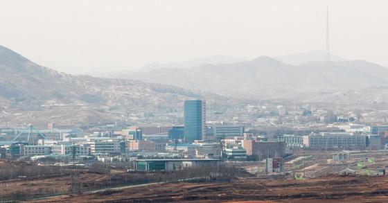 지난2월 도라산전망대에서 바라본 개성공단. 장진영 기자