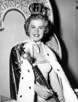 1952년 제 1회 미스유니버스 대회 우승자인 핀란드의 아르미 쿠셀라. 쿠셀라는 이듬해 필리핀 재벌과의 결혼을 위해 1년짜리 왕관을 중도 포기했다. [중앙포토]
