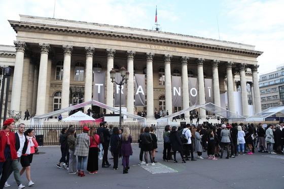 'K-패션 프로젝트' 쇼가 열렸던 파리 시내 팔레 드 라 부스. 1800년대 증권거래소로 쓰였던 건물을 현재는 각종 문화 행사 장소로 활용하고 있다. 이날 패션쇼에는 500여 명의 국내외 기자, 바이어 등이 참석했다. [사진 K-패션 프로젝트]