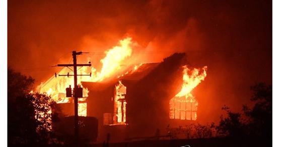 불길에 휩싸인 유명 와이너리 시그노렐로 [AFP=연합뉴스]
