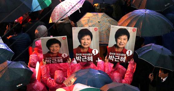 2012년 12월 당시 새누리당 대선 후보였던 박근혜 전 대통령의 선거 포스터. [중앙포토]