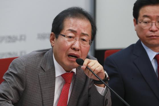 자유한국당 홍준표 대표가 9일 서울 여의도 당사에서 열린 최고위원회의에서 발언하고 있다. 임현동 기자