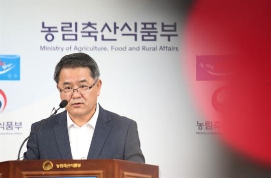 박봉균 농림축산검역본부장이10일 오전 정부세종청사에서 붉은 불개미 기자회견을 하고 있다. (세종=연합뉴스)