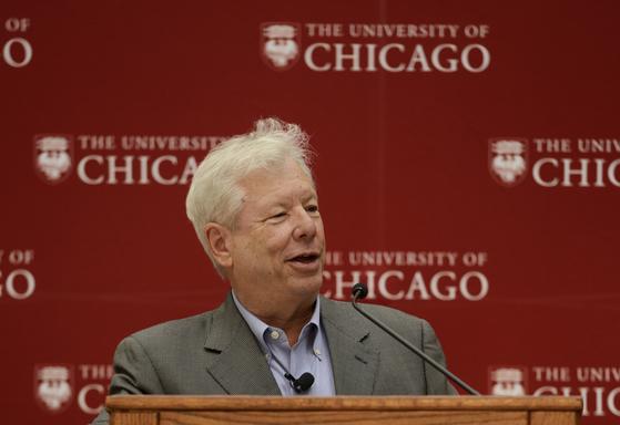 리처드 세일러 교수가 미국 시카고대에서 열린 기자회견에서 소감을 밝히고 있다. [AP=연합뉴스]