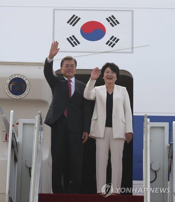 6a9e67f8a7a 문재인 대통령과 부인 김정숙 여사가 독일 공식 방문과 주요 20개국(G20