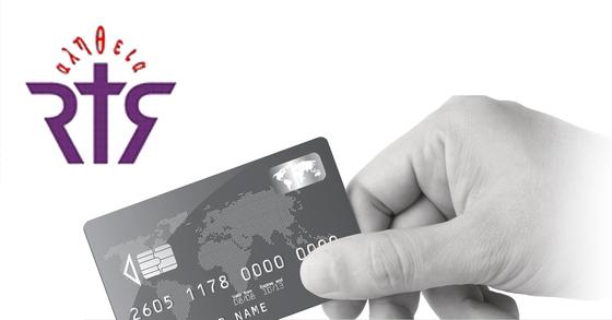 기숙사비 카드결제가 가능한 개신대학원대학교 CI(왼쪽 상단)와 카드를 긁는 모습. [중앙포토]