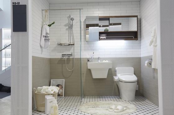 욕실에 욕조 대신 샤워부스를 선호하는 수요가 늘고 있다. [사진 로열앤컴퍼니]