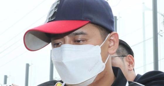 경찰서 들어서는 '어금니 아빠' 이모씨. [연합뉴스]