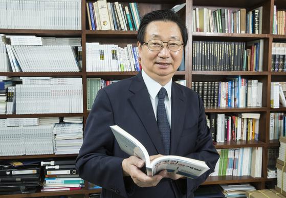 11일 사퇴 의사를 밝힌 김경민 KBS 이사 [중앙포토]