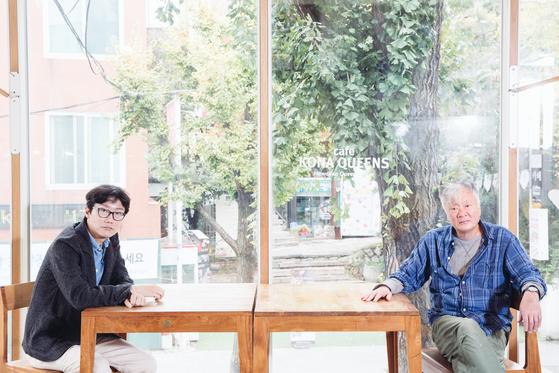 영화 '남한산성' 원작자 김훈(오른쪽)과 감독 황동혁. [사진 라희찬(STUDIO 706)]