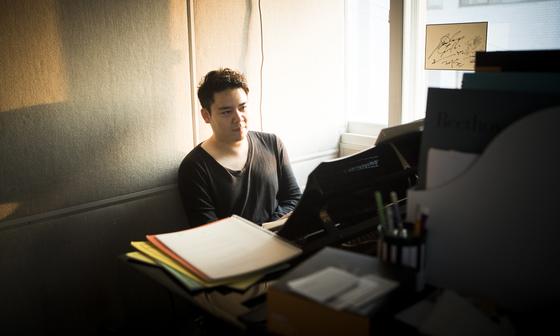 대학교를 중퇴하고 피아노를 그만두려했던 김재원은 앙상블 피아니스트로 새 길을 만들어가고 있다. 권혁재 사진전문기자