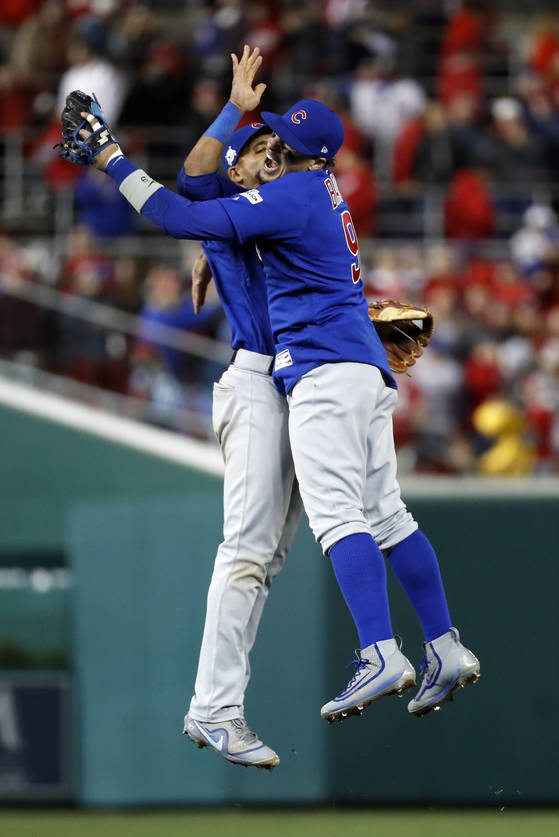 Chicago Cubs' Javier Baez (9)m, right, celebrates with teammate Addison Russell after beating the Washington Nationals 9-8 to to win baseball's National League Division Series, at Nationals Park, early Friday, Oct. 13, 2017, in Washington. (AP Photo/Alex Brandon) <저작권자(c) 연합뉴스, 무단 전재-재배포 금지>
