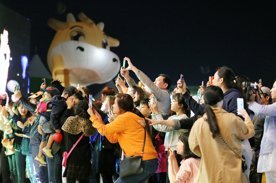 지난해 10월 강원도 횡성군 섬강 둔치 일원에서 열린 제12회 횡성한우축제 모습. [사진 횡성문화재단]
