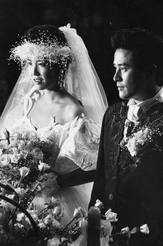 1994년 서울 용산의 한 교회에서 결혼식을 올린 배우 최민수와 강주은 부부. [중앙포토]