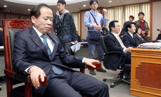 김이수 대행 논란, 헌재 국감 파행