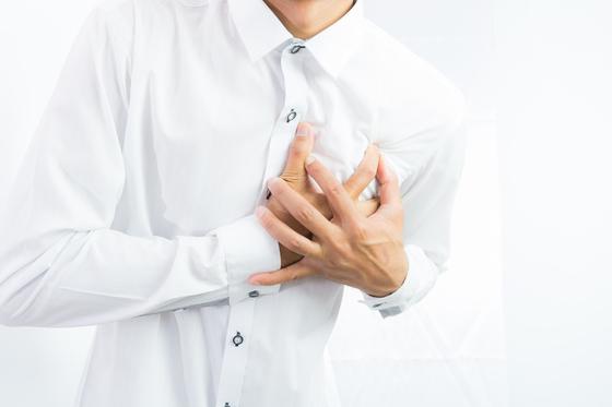 급성 심장마비 증상이 5분 이상 지속되면 사망에 이를 수 있다. [중앙포토]