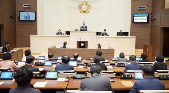 용인시 무상교복조례안이 지난 17일 용인시의회를 만장일치로 통과했다. [연합뉴스]