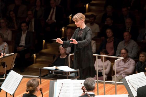 지난달 10일 베를린필하모닉을 지휘한 수잔나 멜키. [사진 Monika Rittershaus/베를린필하모닉]