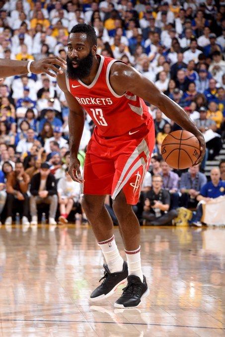 휴스턴 제임스 하든이 18일 NBA 개막전에서 골든스테이트 승리를 이끌었다. [사진 NBA 트위터]