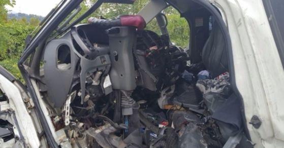 하남의 한 고속도로에서 화물차 운전자가 사고로 정차 중인 군차량을 추돌해 치료 중 숨졌다. [사진 경기 하남소방서]