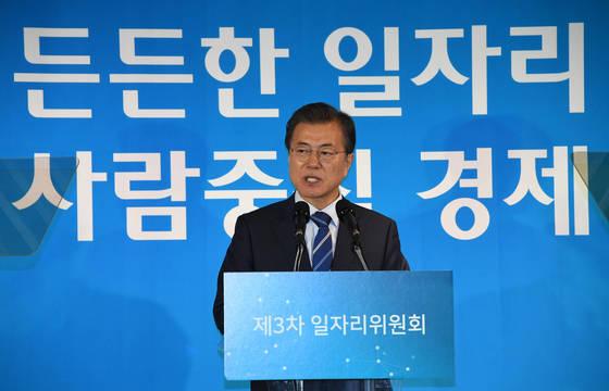 문재인 대통령이 18일 오후 서울 성동구 성수동에서 열린 제3차 일자리위원회에서 모두발언 하고있다. 청와대사진기자단