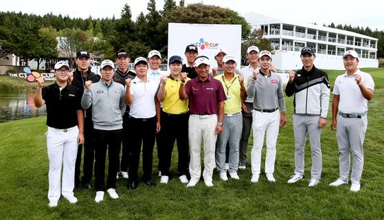 PGA투어 더CJ컵에 한국 선수 17명이 출전한다. 최경주(가운데)·배상문(오른쪽) 등 더CJ컵에 참가하는 한국 선수들이 선전을 다짐하고 있다. [사진 JNA]