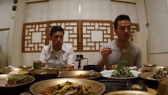 독일 출신 방송인 다니엘 린데만의 친구들이 '어서와 한국은 처음이지'를 통해 한국 여행에 나섰다. 이들은 한국의 음식과 역사, 문화를 체험하며 '타자의 눈에 비친 한국'을 보여준다. [사진 MBC에브리원]