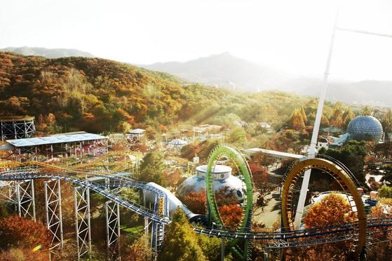 서울 근교 테마파크는 아이들과 함께 가볼 만한 단풍 여행지다. 놀이기구에 탑승해 단풍을 구경할 수 있는 서울랜드. [사진 서울랜드]