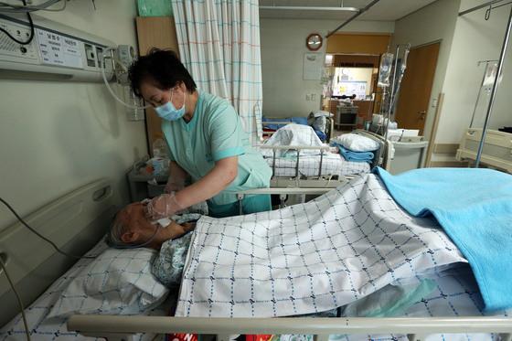 70대 중풍 환자, 요양병원 vs 요양원 중 어디가 좋을까