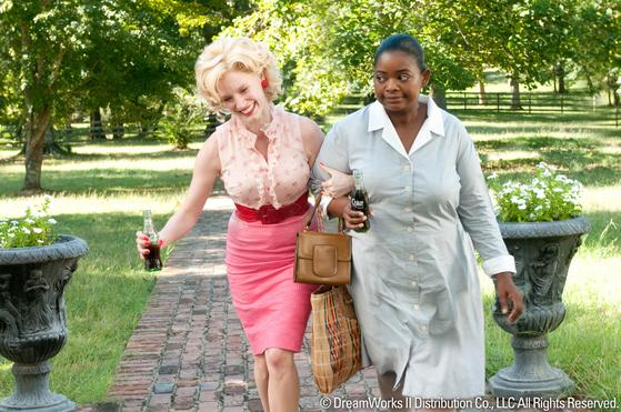 백인이지만 그들의 무리에 낄 수 없었던 셀리아(왼쪽. 제시카 차스테인 분)와 미니(옥타비아 스펜서 분). [사진 DreamWorks]