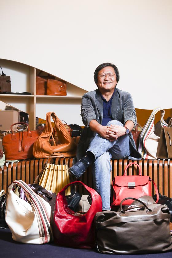"""박은관 회장은 '시몬느가 만든 핸드백 용어 사전이나 핸드백 박물관은 글로벌 한국 패션 브랜드 탄생을 위한 밑거름이 될 것""""이라고 말했다. [김경록 기자]"""
