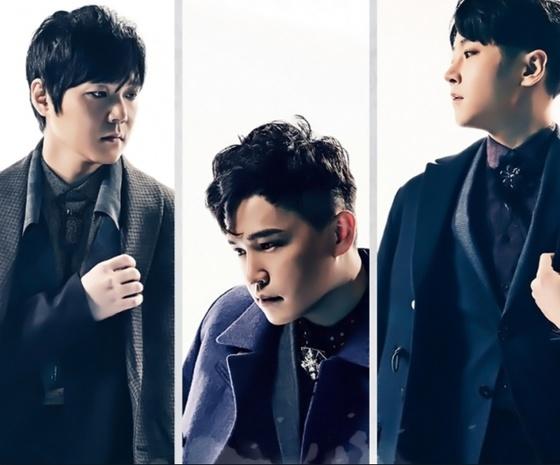 2016년 노래방 애창곡 1위곡인 '어디에도'를 부른 남성 3인조 밴드 엠씨더맥스.