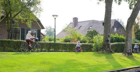 평화로운 히트호른 풍경들. 자동차보다 보트와 자전거가 더 흔한 동네다.