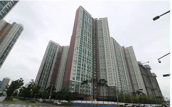 11월 입주 예정인 인천 송도더샵퍼스트파크. 내년 1월까지 전국 14만 가구가 집들이를 한다. [중앙포토]