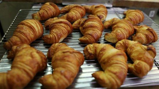 중국 등에서 크루아상 등 프랑스 빵이 인기를 끌자 프랑스 현지에서 버터 공급난이 빚어지고 있다.