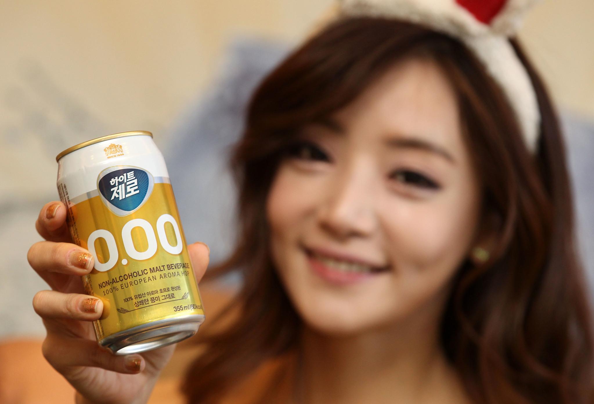 한 주류 회사에서 판매하는 무알코올 음료. 이러한 맥주 맛 음료도 '비알코올'과 '무알코올'이 다른만큼 소비자들은 식품 표시를 자세히 보고 구매하는 게 좋다. [중앙포토]